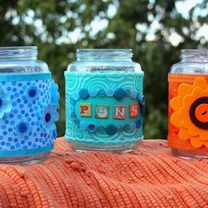 Recycled crafts: decorating glass jars