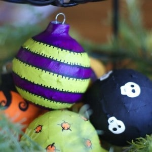 Recycled Halloween craft: DIY ornaments