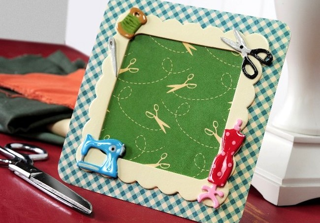 A sewing DIY frame with Dimensional Magic