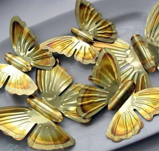 Vintage magnets: easy butterfly decorations - Mod Podge Rocks
