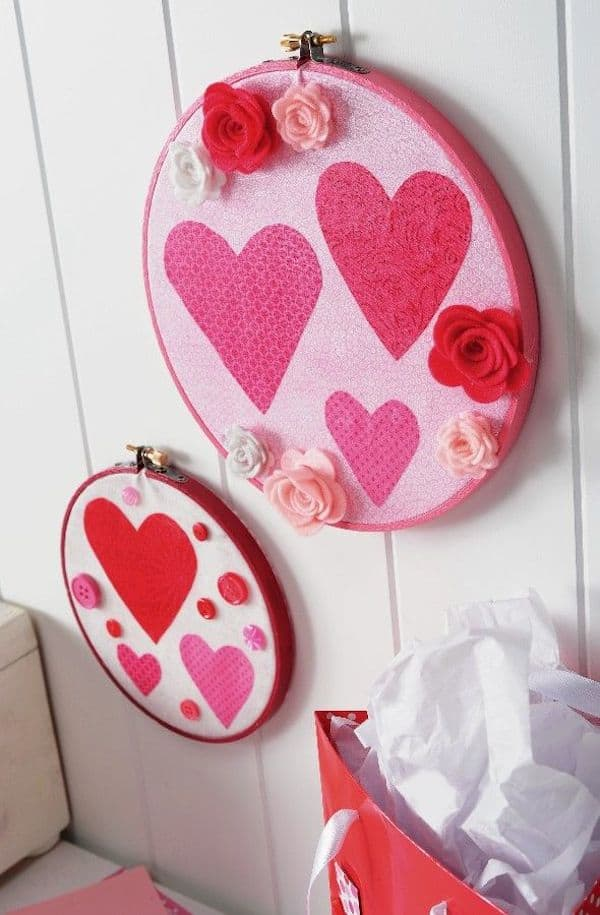 These DIY Valentine Decorations Are SO Easy! Use Fabric And Mod Podge To  Create Wall