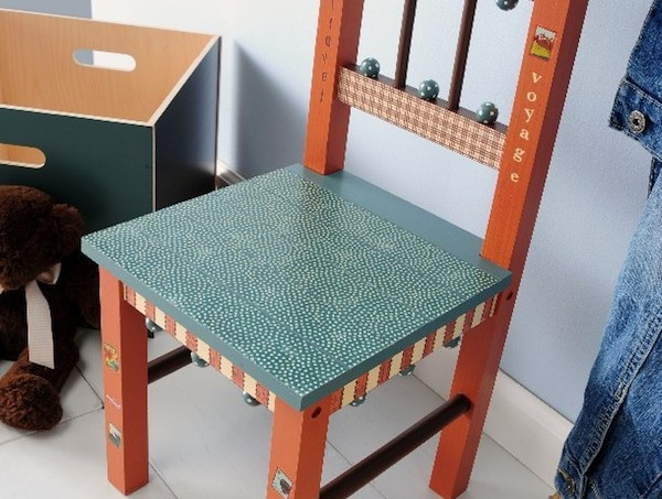 DIY kids chair with Mod Podge