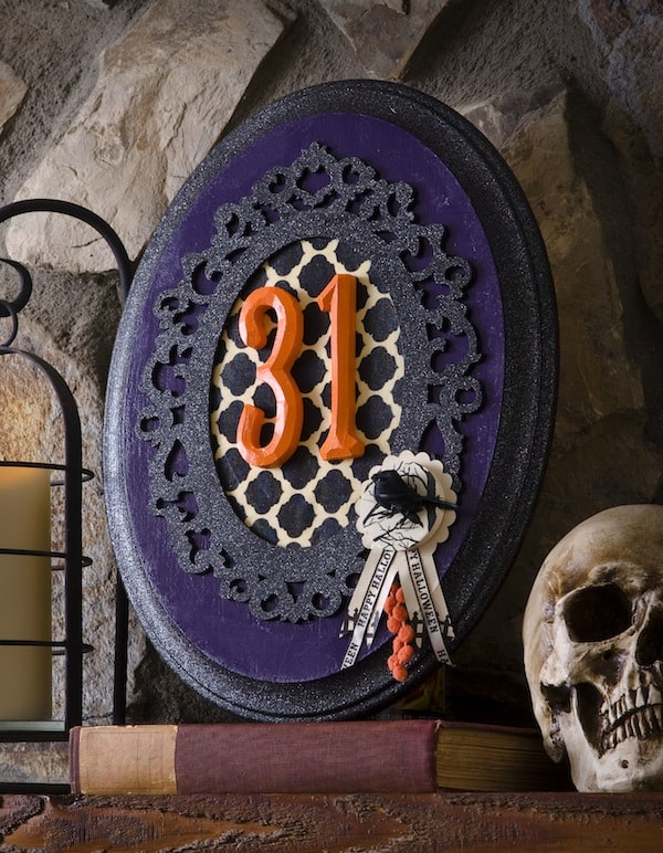 DIY Halloween decor - Typography glitter plaque