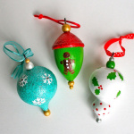 Easy painted ornaments for Christmas
