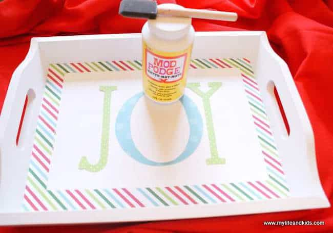 Anna from My Life And Kids shares a great tutorial for her joyful Mod Podge holiday tray. Great for displaying cookies for Santa or other Christmas decor.