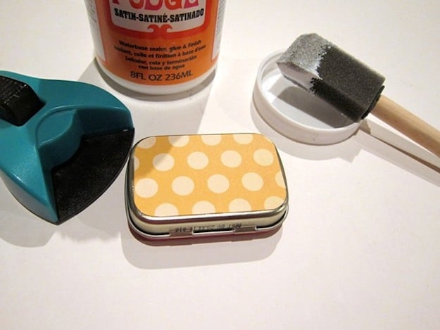 mod-podge-altoids-tin-storage-tiny07