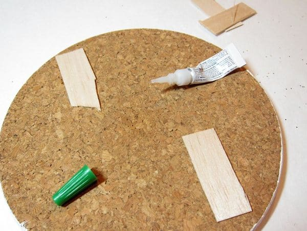 tutorialtomake-cork-memo-boards-with-glitter-stripes-04