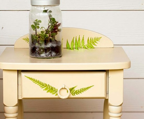How to Mod Podge an endtable