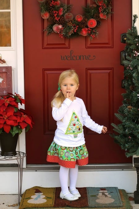 Make this DIY Christmas shirt using Mod Podge photo transfer medium! It's a perfect option to make a cute wardrobe for your kids this holiday season.