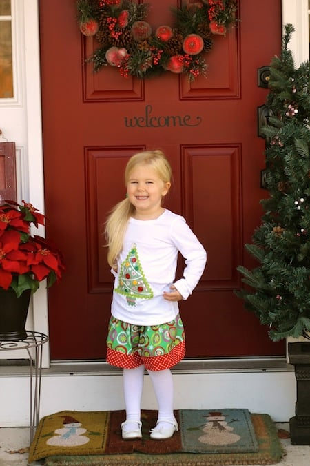 Make this Christmas no-sew shirt using Mod Podge photo transfer medium! It's a perfect option to make a cute wardrobe for your kids this holiday season.