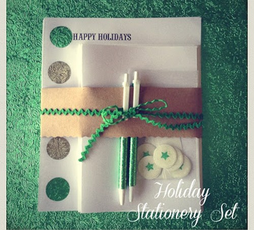Are you looking to really personalize your holiday greetings this year? This DIY stationary using stencils and Mod Podge is perfect - and sparkly!