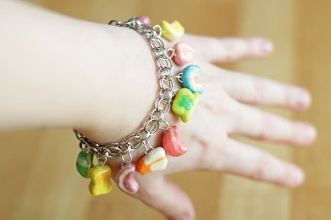 This Lucky charms bracelet is so fun and made from an unlikely ingredient: cereal! Use cereal and Dimensional Magic to make the St Patrick craft ever.
