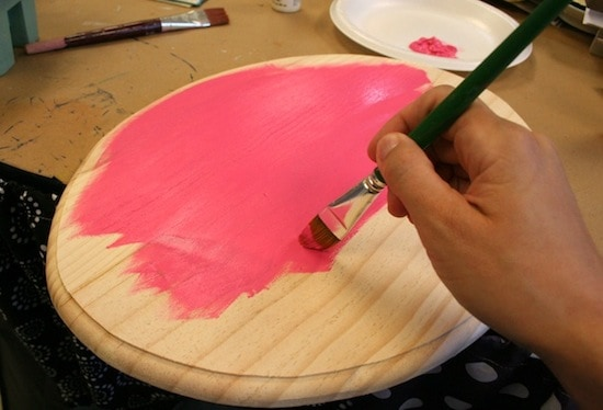 Painting a plaque with acrylic craft paint