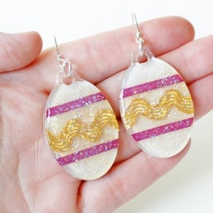 Easter egg craft - easy glitter earrings