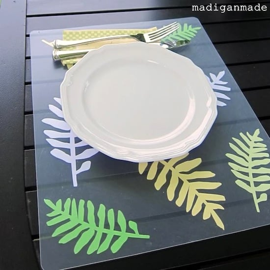 How to decorate outdoor placemats with paper and Mod Podge