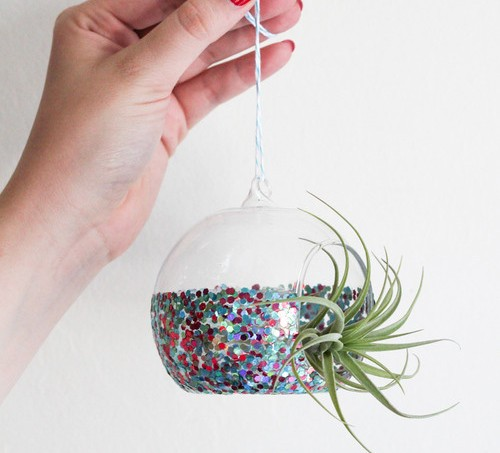 Easy glitter dipped air planter made with Mod Podge