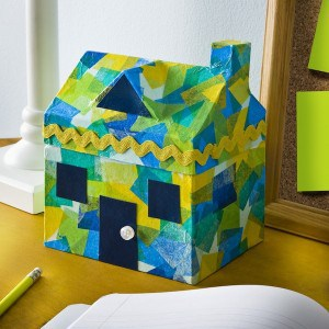 Easy kids craft - decorate a stained glass house