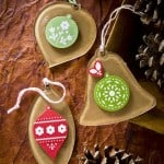 Make Christmas ornaments using kraft paper