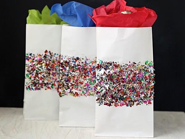 Make gift wrap - DIY confetti gift bags