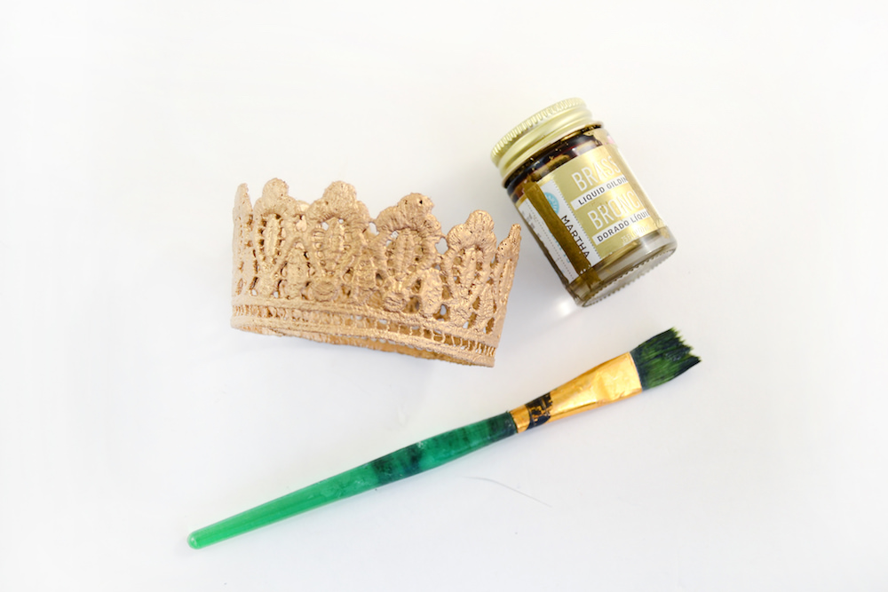 Paint your DIY lace crown with gold
