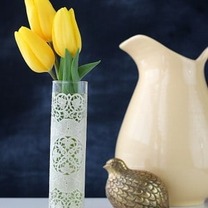 Spring craft: simple lace vase
