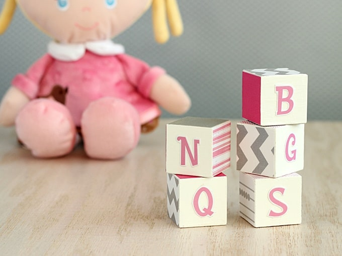 how to decorate wooden blocks