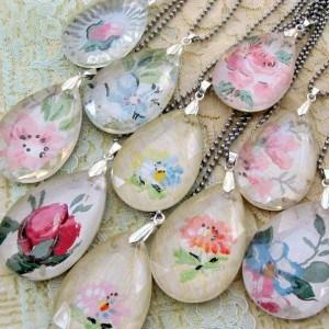 Chandelier and wallpaper pendants
