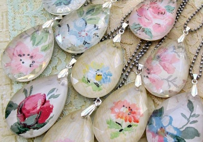 Make vintage wallpaper pendants using old chandelier crystals!
