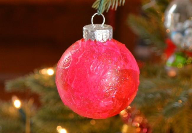 Check out this simple tutorial for DIY ornaments you can make yourself or do with your kiddos. It takes about five minutes to create!