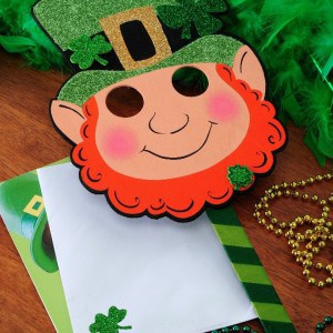 Create a fun St. Patrick's Day mask using finds from the $1 bin at the craft store - as well as some glitter and Mod Podge!