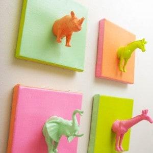 EASY Mini Plastic Animals DIY Canvas Art