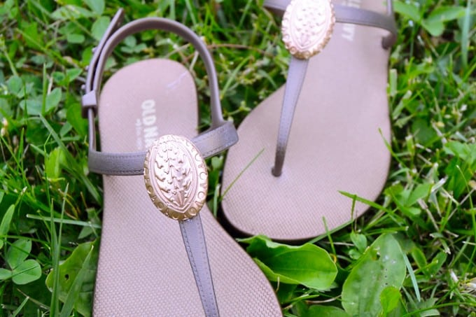 Get a simple pair of sandals and take them up a notch using Mod Melts and a medallion Mod Mold. From boring to fabulous!