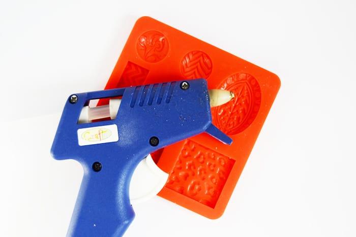 Hot glue gun and a silicon mold