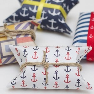 These simple and cute DIY nautical party favors are so easy / cheap to make and can be customized to go with any theme as long as you can find the scrapbook paper! Works for baby shower or for wedding / bridal shower too. For for kids and for adults!