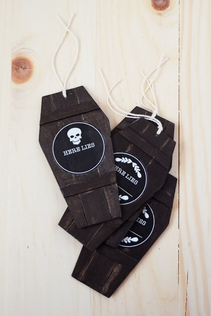 Use these unique coffin Halloween gift tags to add to favor bags, candy, or even use as place cards for a holiday party!