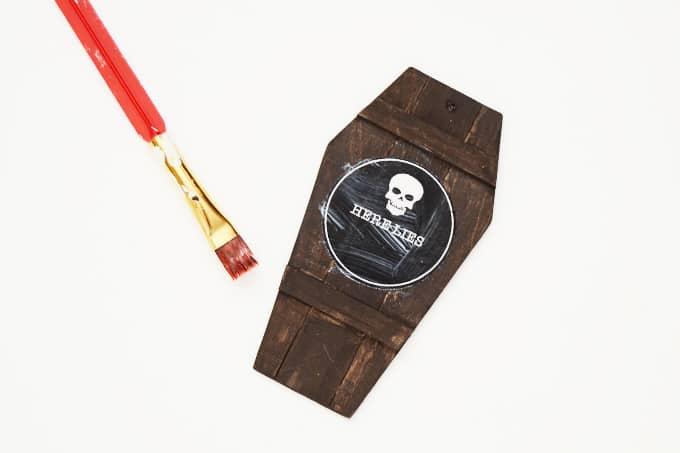 chalkboard-coffin-lid-gift-tags-2