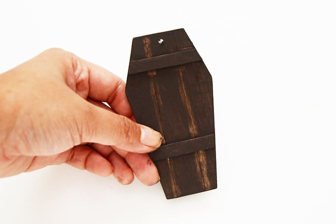 chalkboard-coffin-lid-gift-tags-4