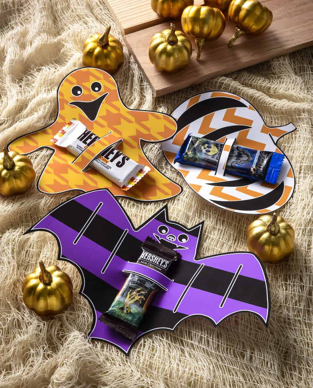 These Halloween candy bar wrappers are perfect for using as party favors, or for passing out to trick or treaters . . . and they're free!