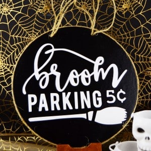 This small broom parking sign is such a cute Halloween craft - perfect for your front door if you're a renter, a door hanger or even a wreath adornment!