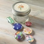Quick handmade gifts: DIY magnets in a mason jar