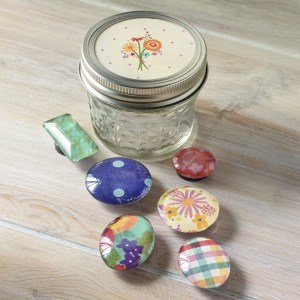 Quick handmade gifts: DIY magnets in a m...