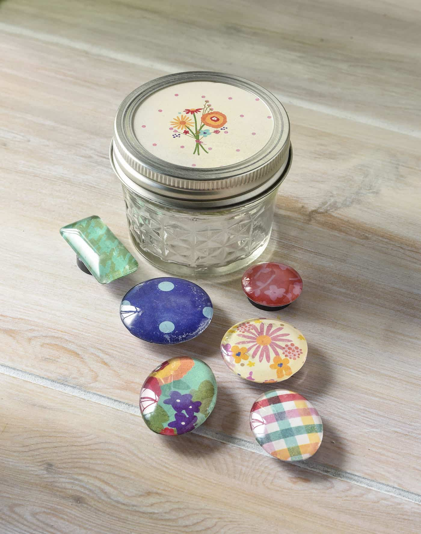 Quick handmade gifts: DIY magnets in a mason jar - Mod ...