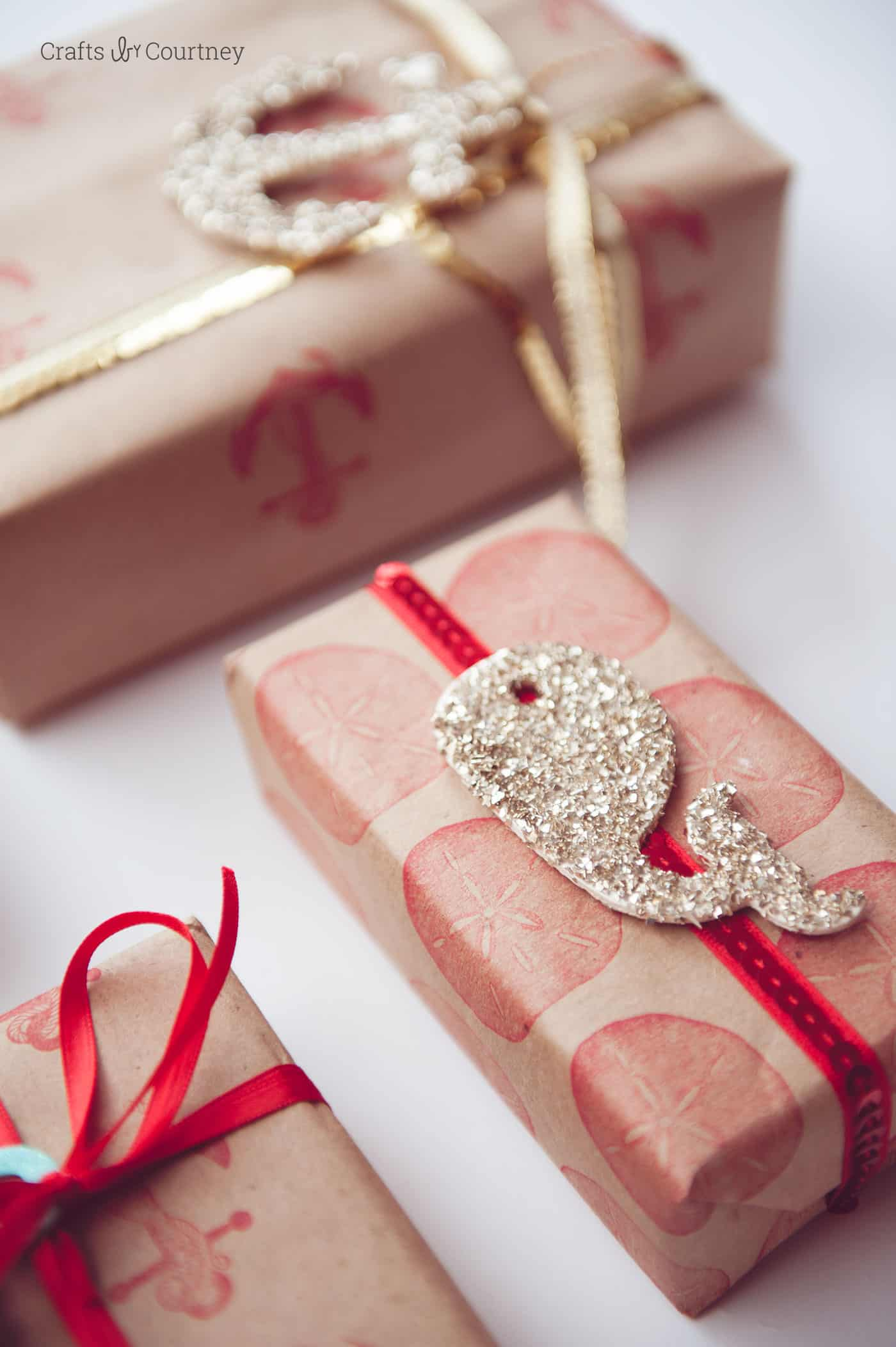 Make DIY Christmas wrapping paper