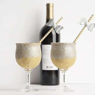 DIY Glitter Glasses for the Best Party Ever!