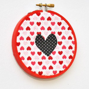 Embroidery hoop valentine decor