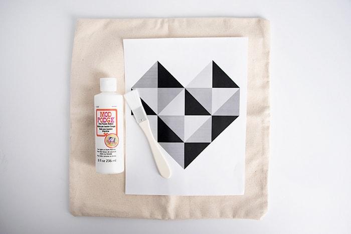 geometricheartpillow01