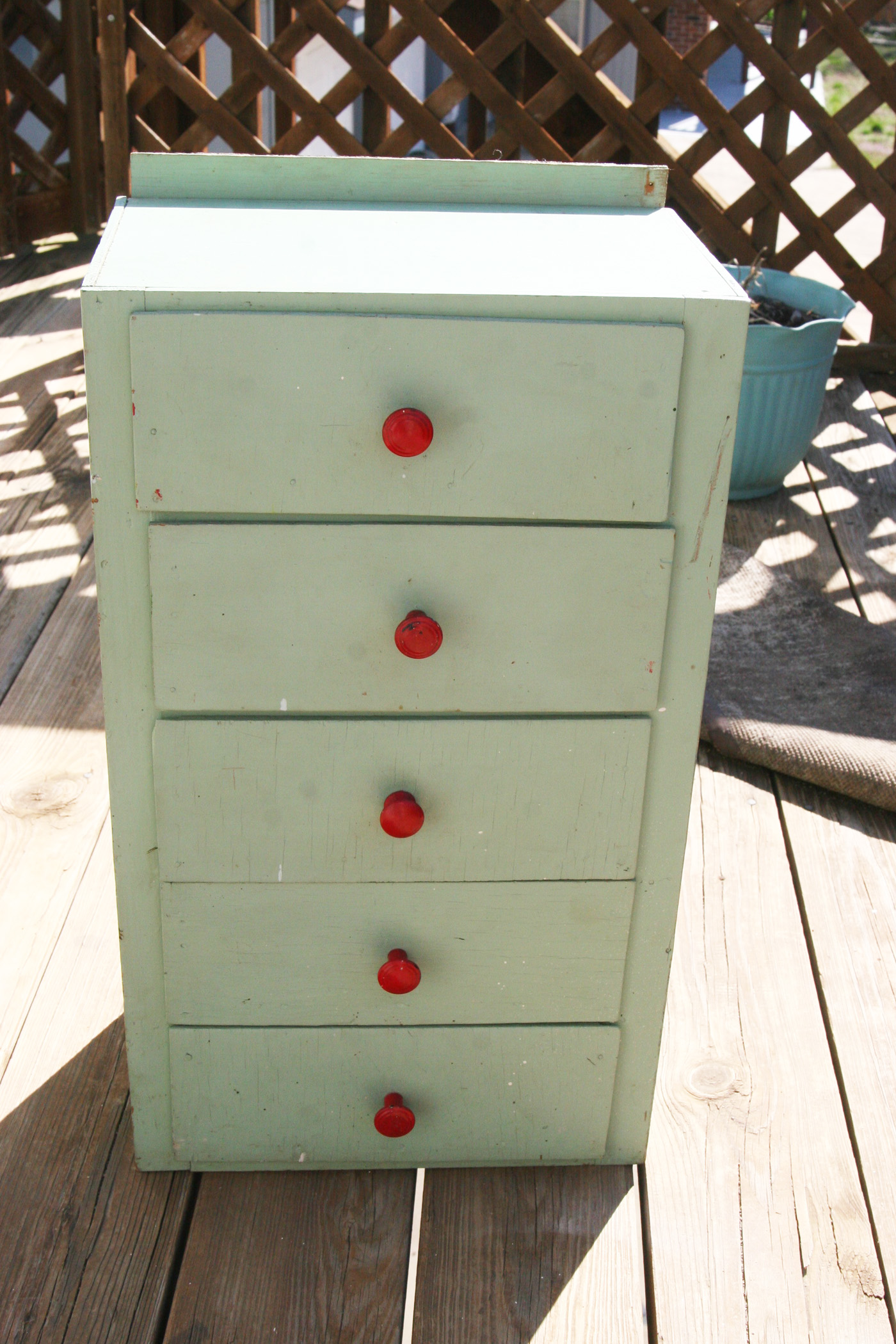 mod podge furniture
