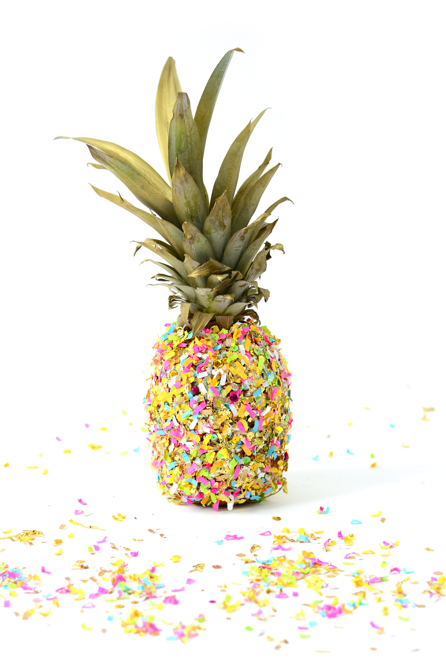 This pineapple DIY centerpiece idea is SO easy and very unique! I bet your friends have never seen a confetti pineapple. Perfect for a summer party!