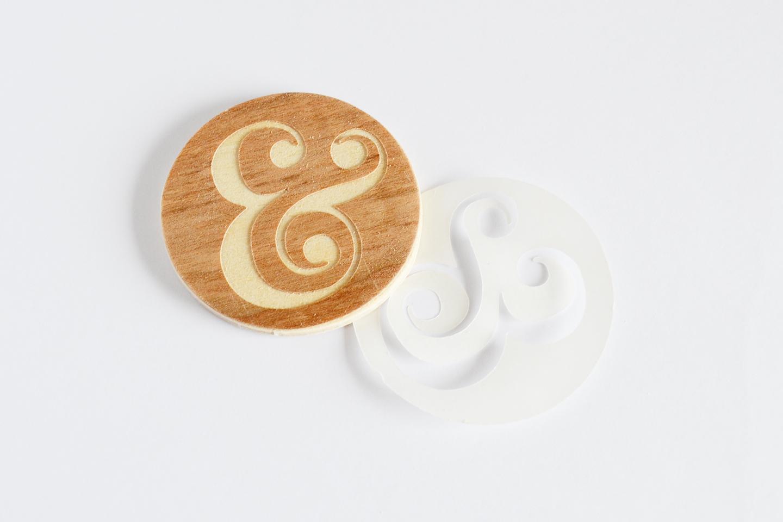 apply wood veneer to wood circle