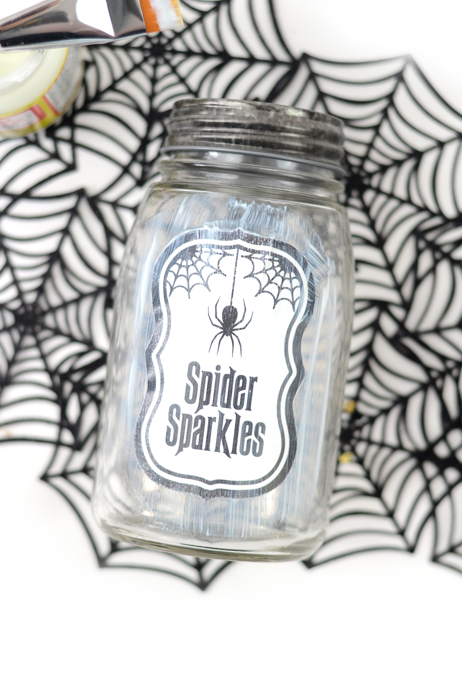 Confetti jars that glow in the dark make a perfect party favor for a Halloween celebration. Because who doesn't love confetti?! Get a free printable too!